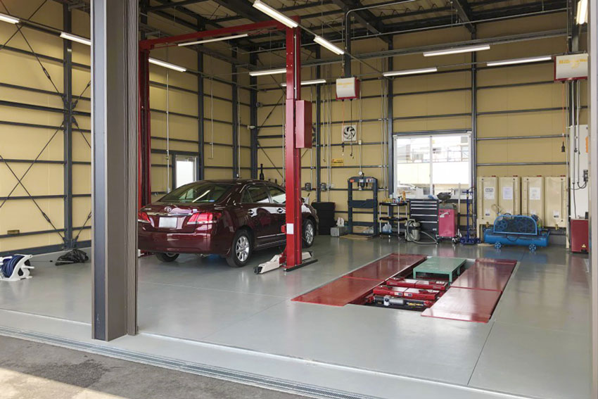 倉敷の中古車・輸入車・スポーツカーの車検・板金・修理・買取全てお任せの「ハートアップワールド」整備工場完備